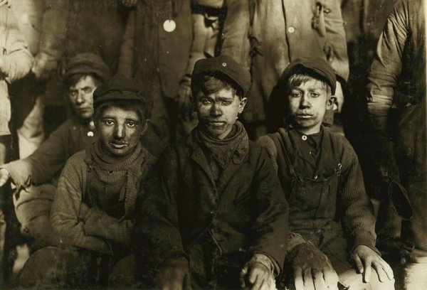 Children Working in Mines image