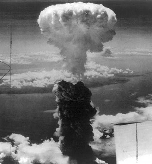 Image: Photo of the atomic bombing of Nagasaki, Japan, 1945. From the Library of Congress.