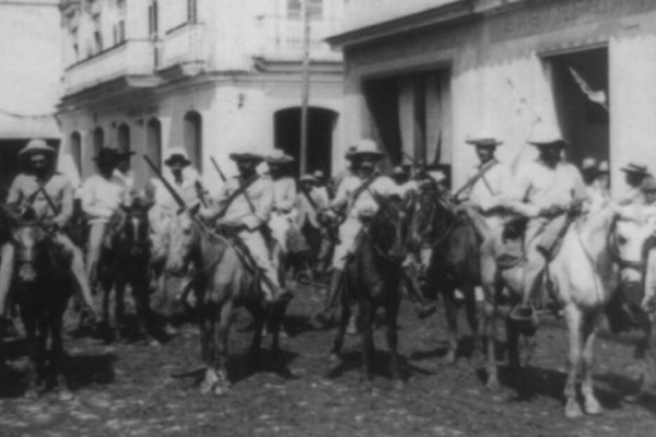 Image: Photo of Cuban insurgents taken by Strohmeyer & Wyman in 1899. From the Library of Congress.