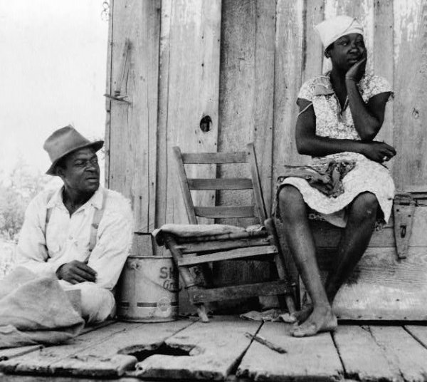 Image: Photo of sharecroppers taken by Dorothea Lange in Mississippi in 1937. From the Library of Congress.