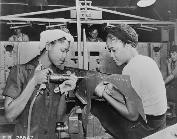WW2 factory workers image. From the Library of Congress